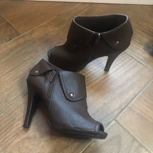 Brown Ankle boots size 9